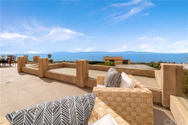 Mansions custom home with captivating views