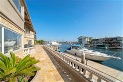 Magnificent waterfront estate luxury homes
