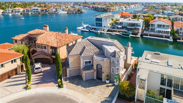 Luxury homes Magnificent waterfront estate