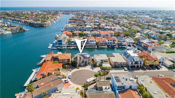 Luxury homes in Magnificent waterfront estate