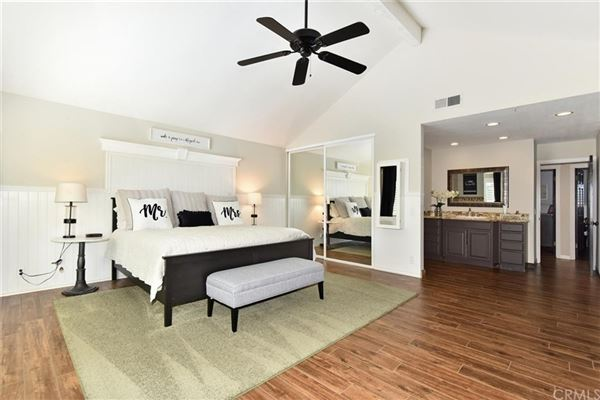 Luxury properties Beautifully updated pool home