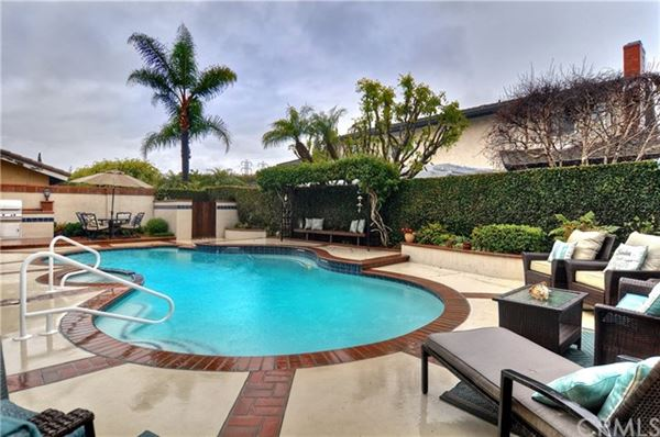 Luxury properties magnificent Stratford Pool Home