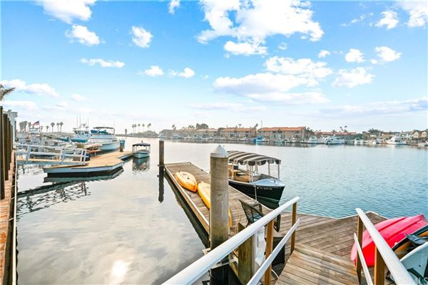 Luxury properties Pristine Cape Cod home on the main channel