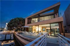 Luxury homes captivating Bayfront Contemporary