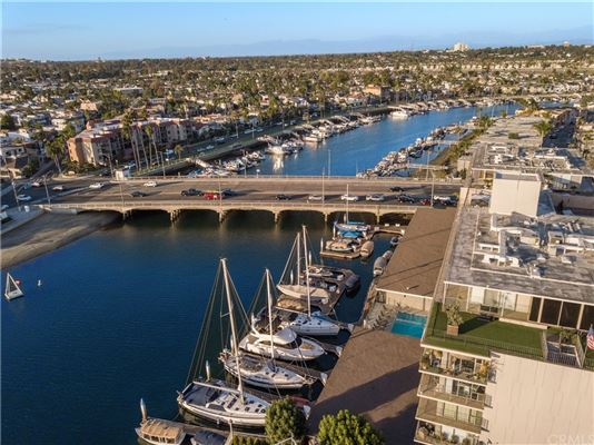 Luxury properties captivating Bayfront Contemporary
