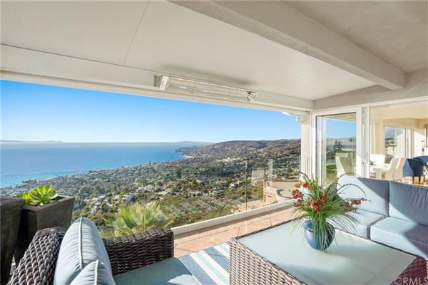 Luxury homes in spellbinding property with exceptional ocean views