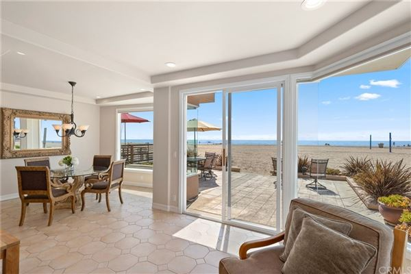 Luxury real estate spacious and bright beachside residence