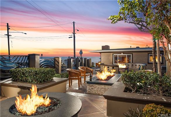 gated compound in Laguna Beach luxury homes