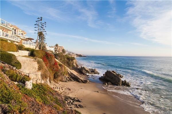 gated compound in Laguna Beach luxury real estate