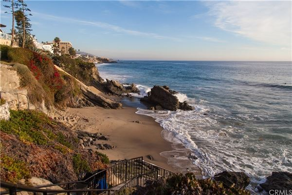 Mansions gated compound in Laguna Beach