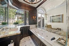 Luxury real estate Fort Pointe