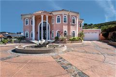 Luxury properties Breathtaking& Beautiful!