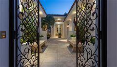 gracious and casually elegant contemporary Villa mansions
