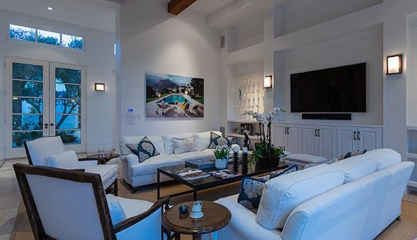 gracious and casually elegant contemporary Villa luxury homes