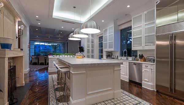 Mansions gracious and casually elegant contemporary Villa