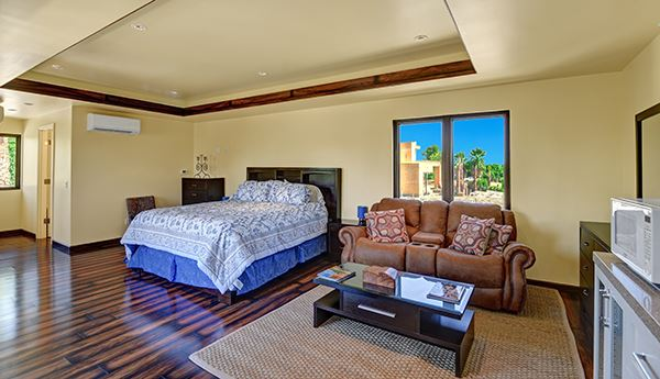 Extraordinary custom retreat with mountain views mansions