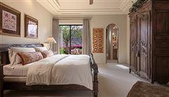 Mansions in private estate in la quinta