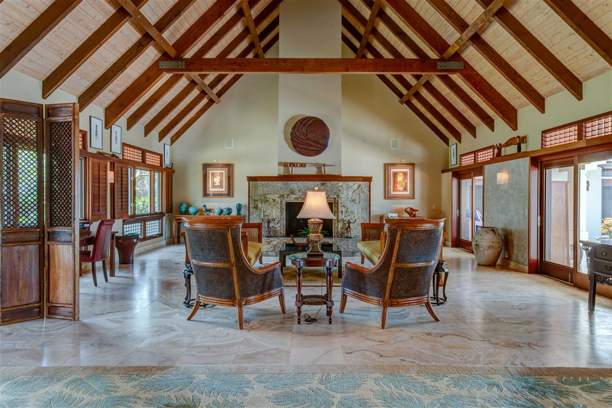 perfect Hawaiian portrait luxury homes