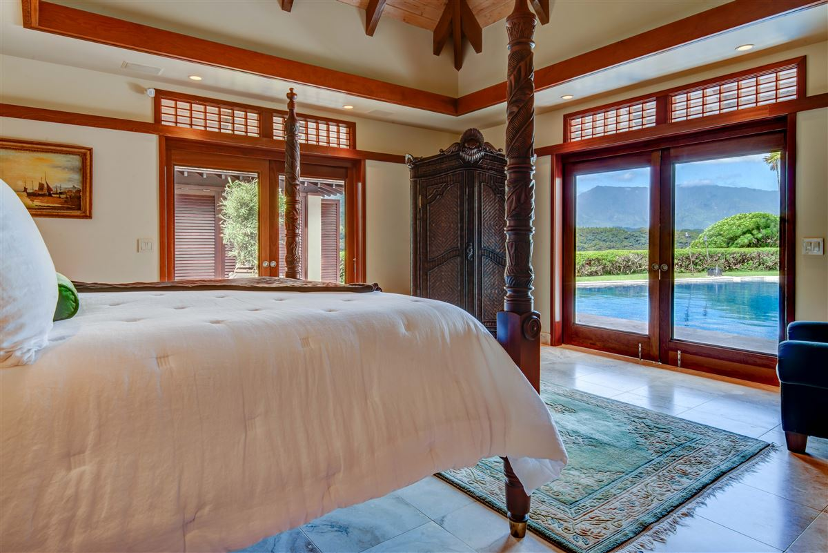 perfect Hawaiian portrait luxury properties