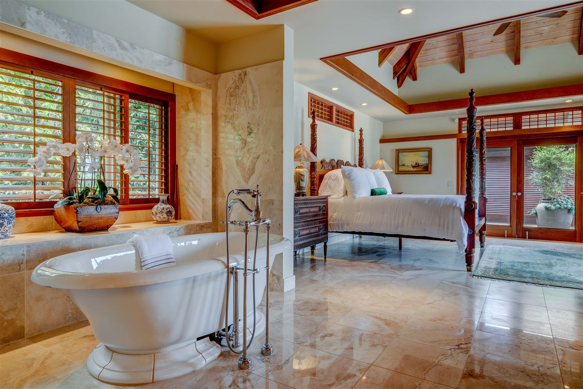Luxury homes in perfect Hawaiian portrait
