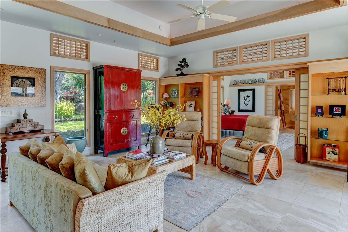 Luxury real estate perfect Hawaiian portrait