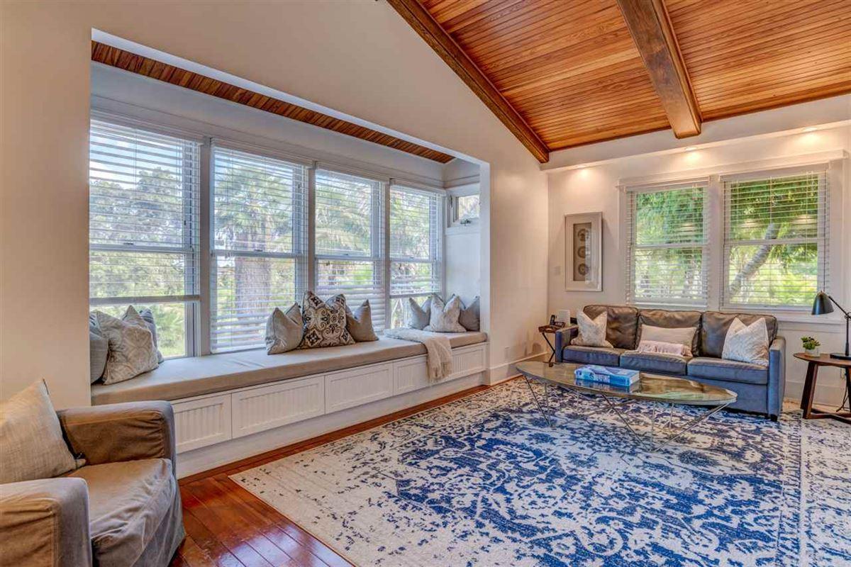 Luxury homes California Craftsman on Maui