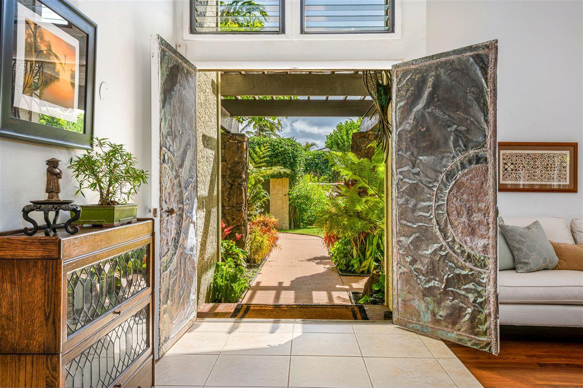 Gorgeous Kaimalino single-level property  luxury homes
