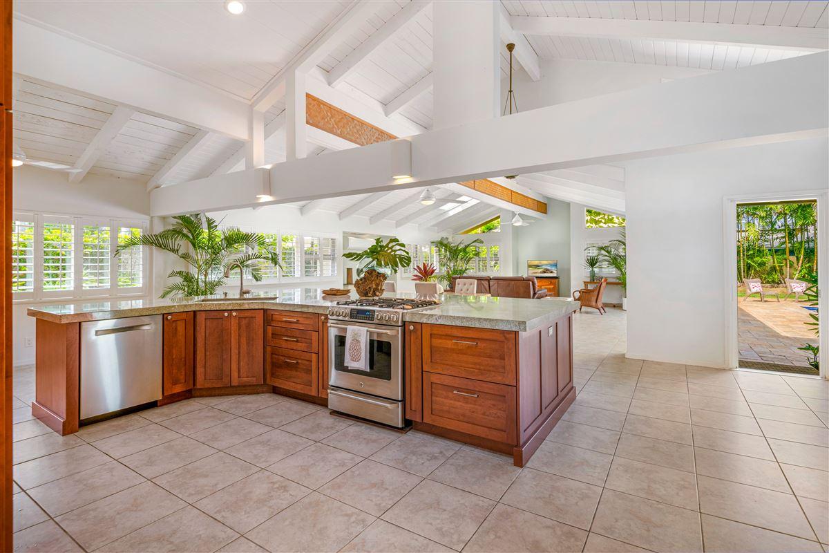 Luxury properties Gorgeous Kaimalino single-level property