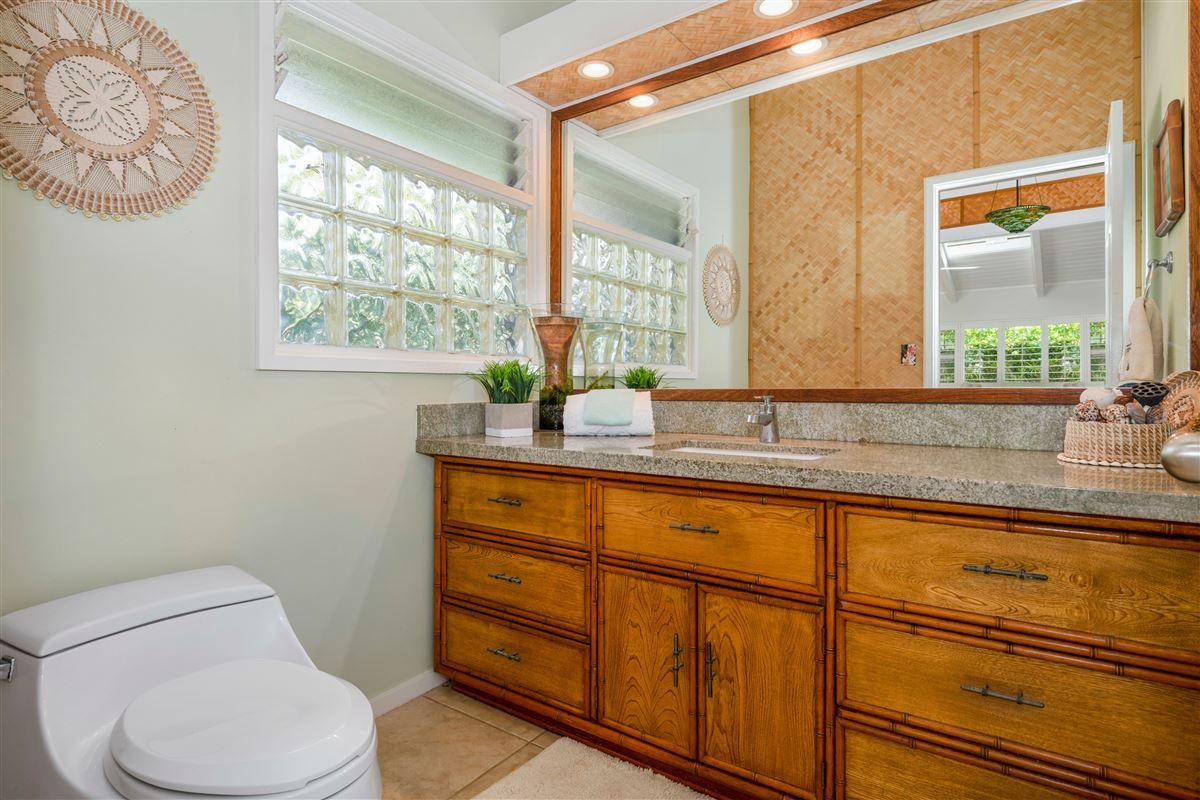 Gorgeous Kaimalino single-level property  luxury real estate