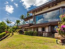 Luxury homes in singular ocean views