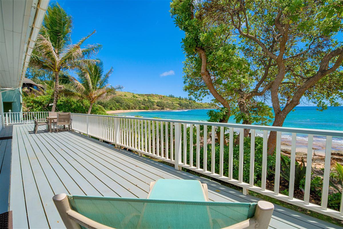 Luxury homes Unique Beachfront Home in Moloaa Bay