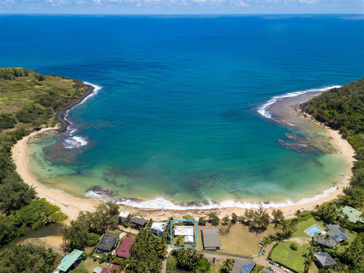 Mansions Unique Beachfront Home in Moloaa Bay