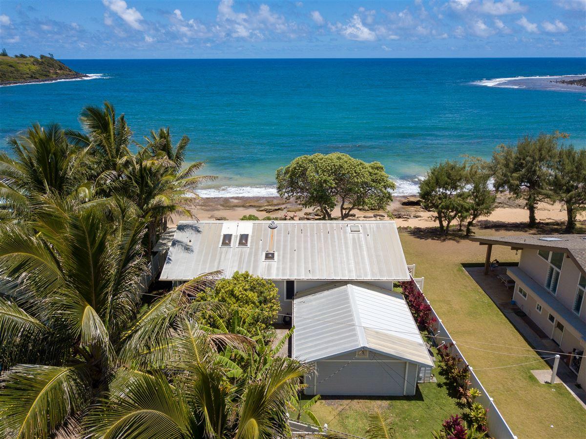 Luxury properties Unique Beachfront Home in Moloaa Bay