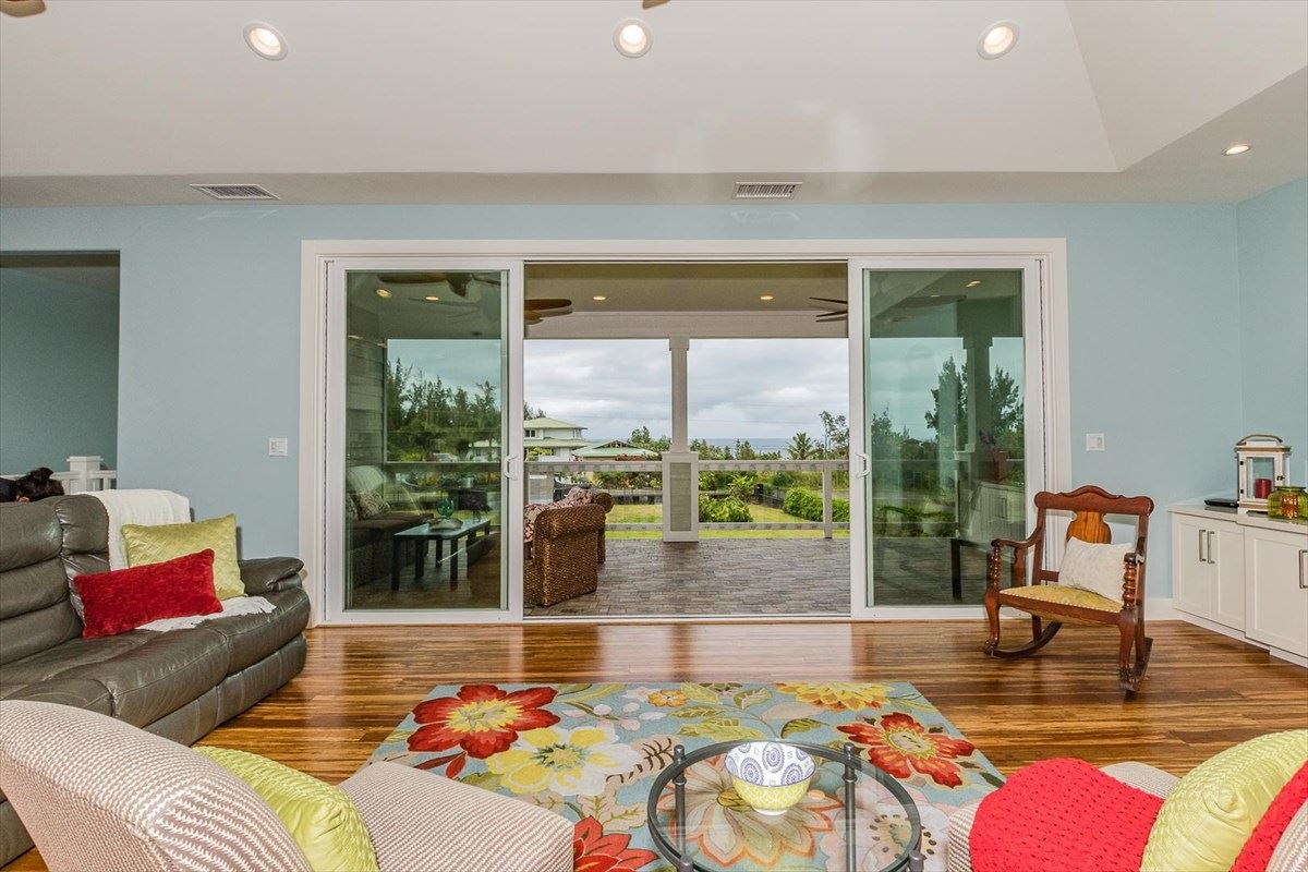 Luxury homes spectacular home offers panoramic views of the Pacific Ocean