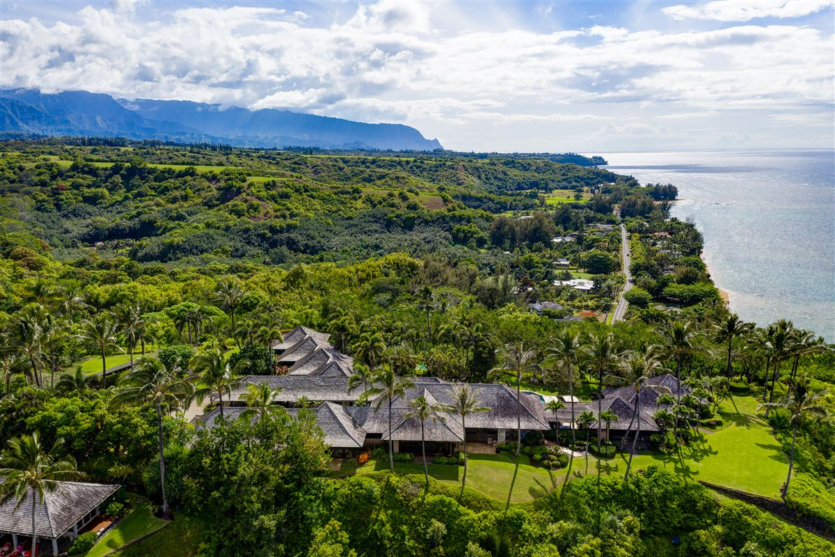 Mansions in The Point at Anini Vista