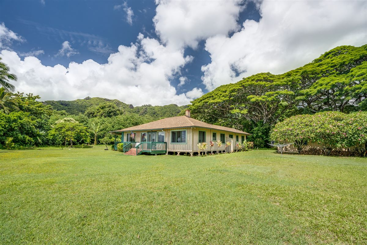Mansions oceanfront property reminiscent of Old Hawaii