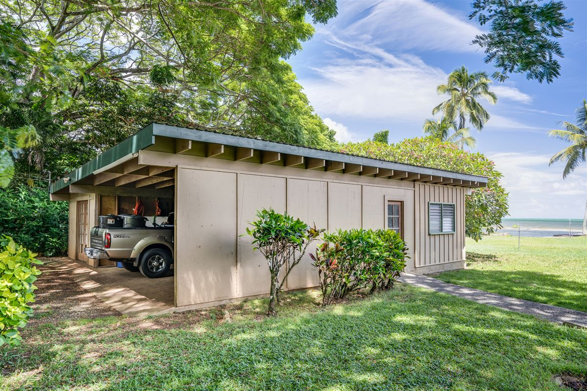 Luxury homes in oceanfront property reminiscent of Old Hawaii
