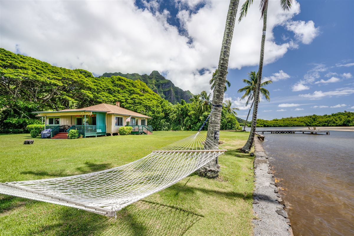 Mansions in oceanfront property reminiscent of Old Hawaii