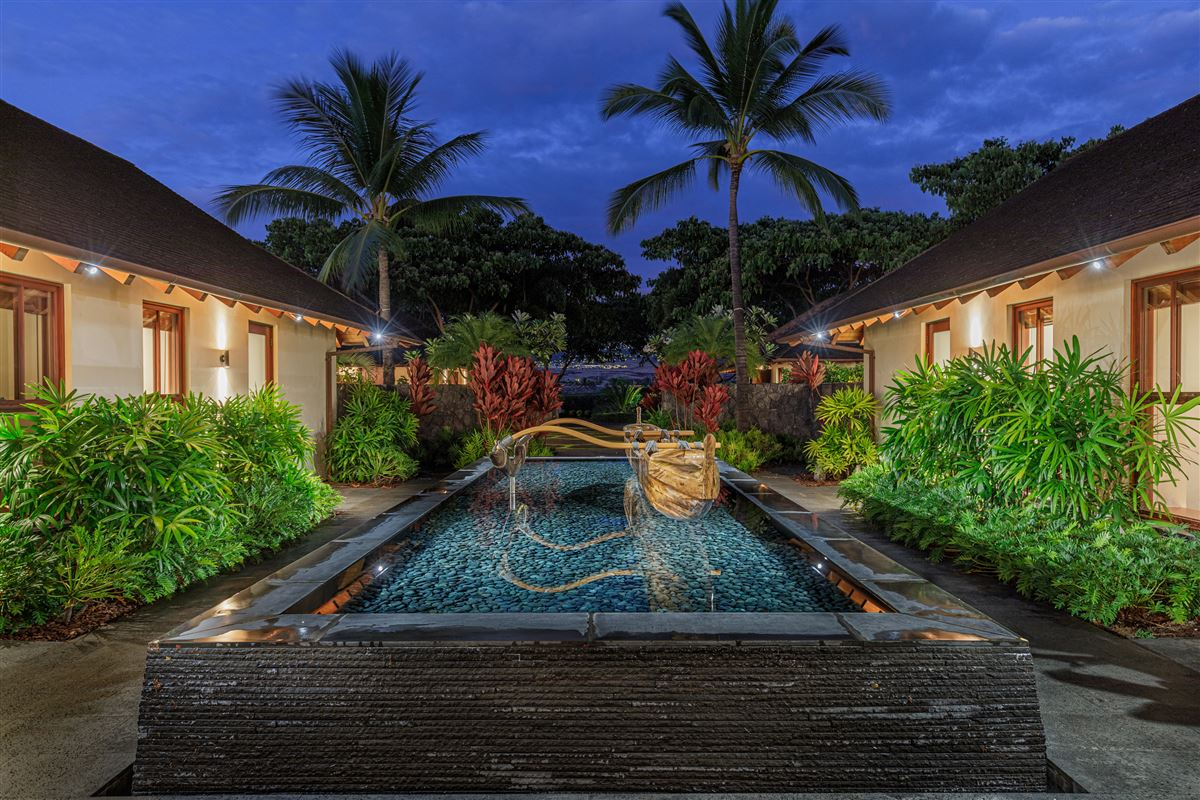 Mansions in ultimate luxury living on the Big Island of Hawaii