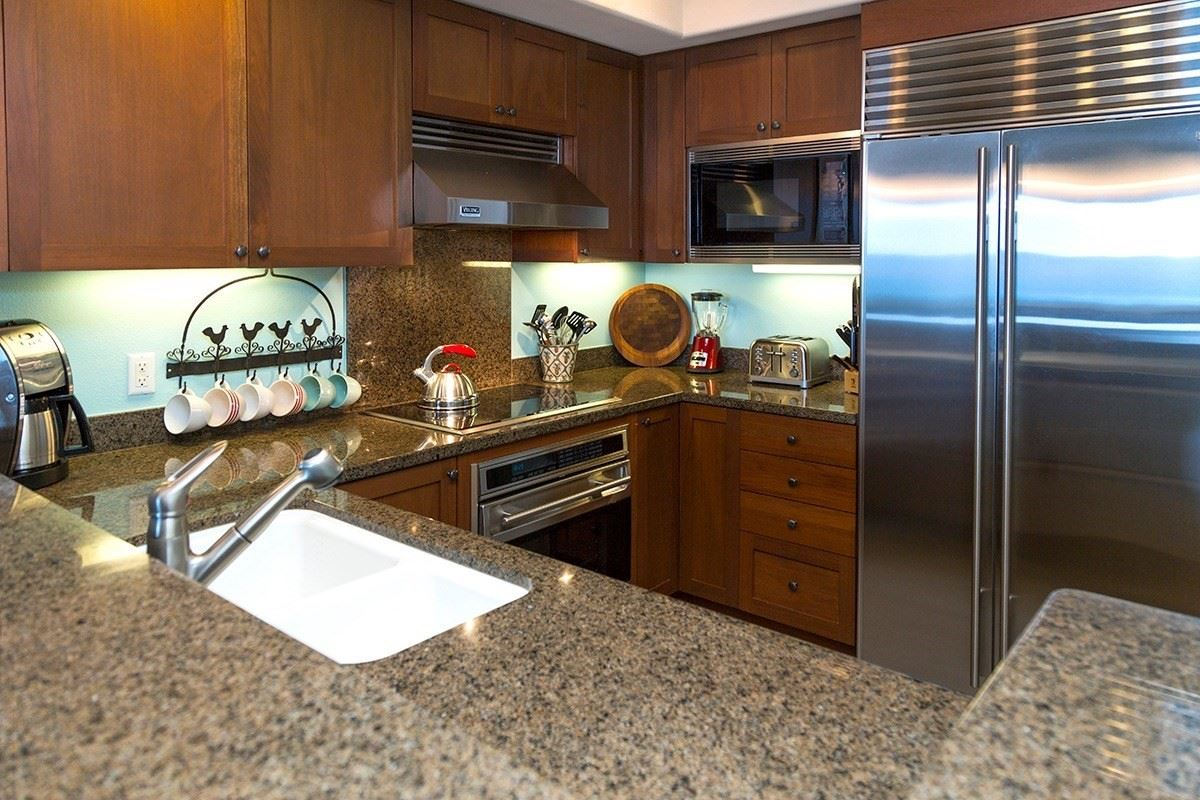 Halii Kai ground floor oceanfront condo luxury homes