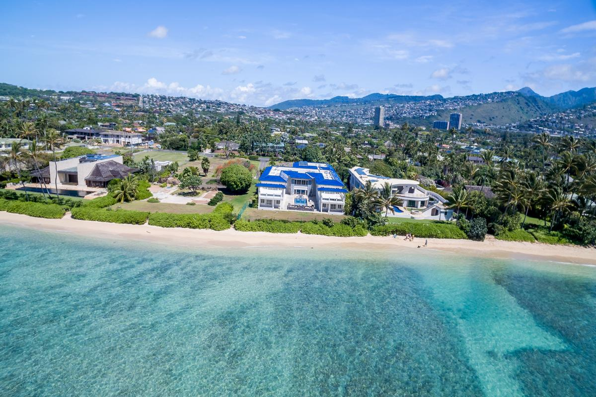 Mansions Prestigious Beachfront Estate