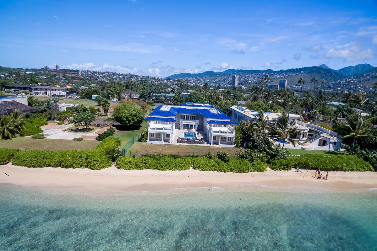 Luxury homes Prestigious Beachfront Estate