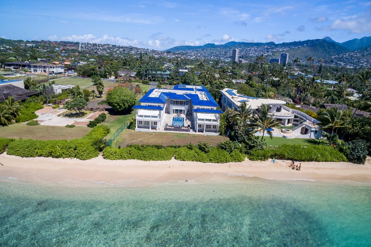 Prestigious Beachfront Estate luxury homes