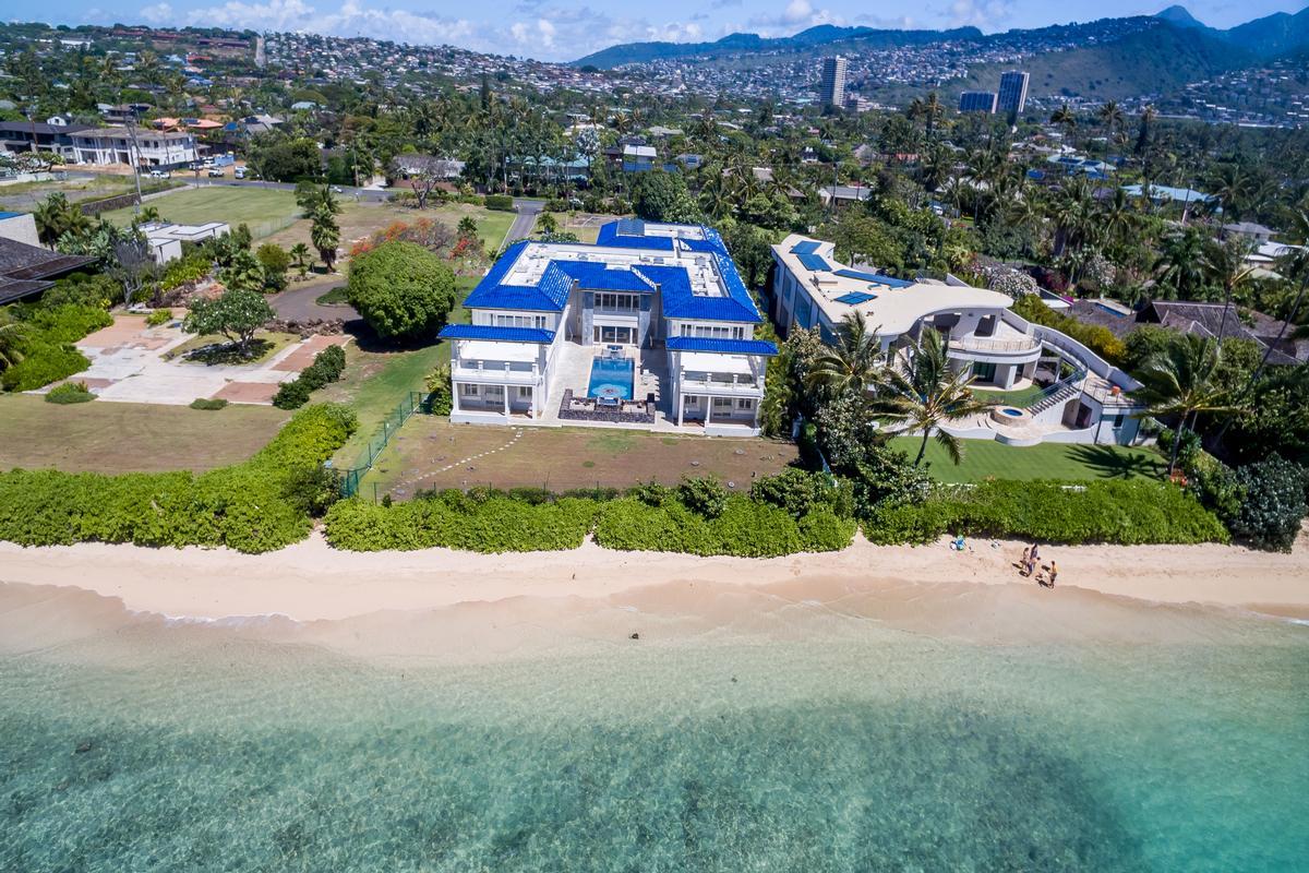 Prestigious Beachfront Estate luxury real estate