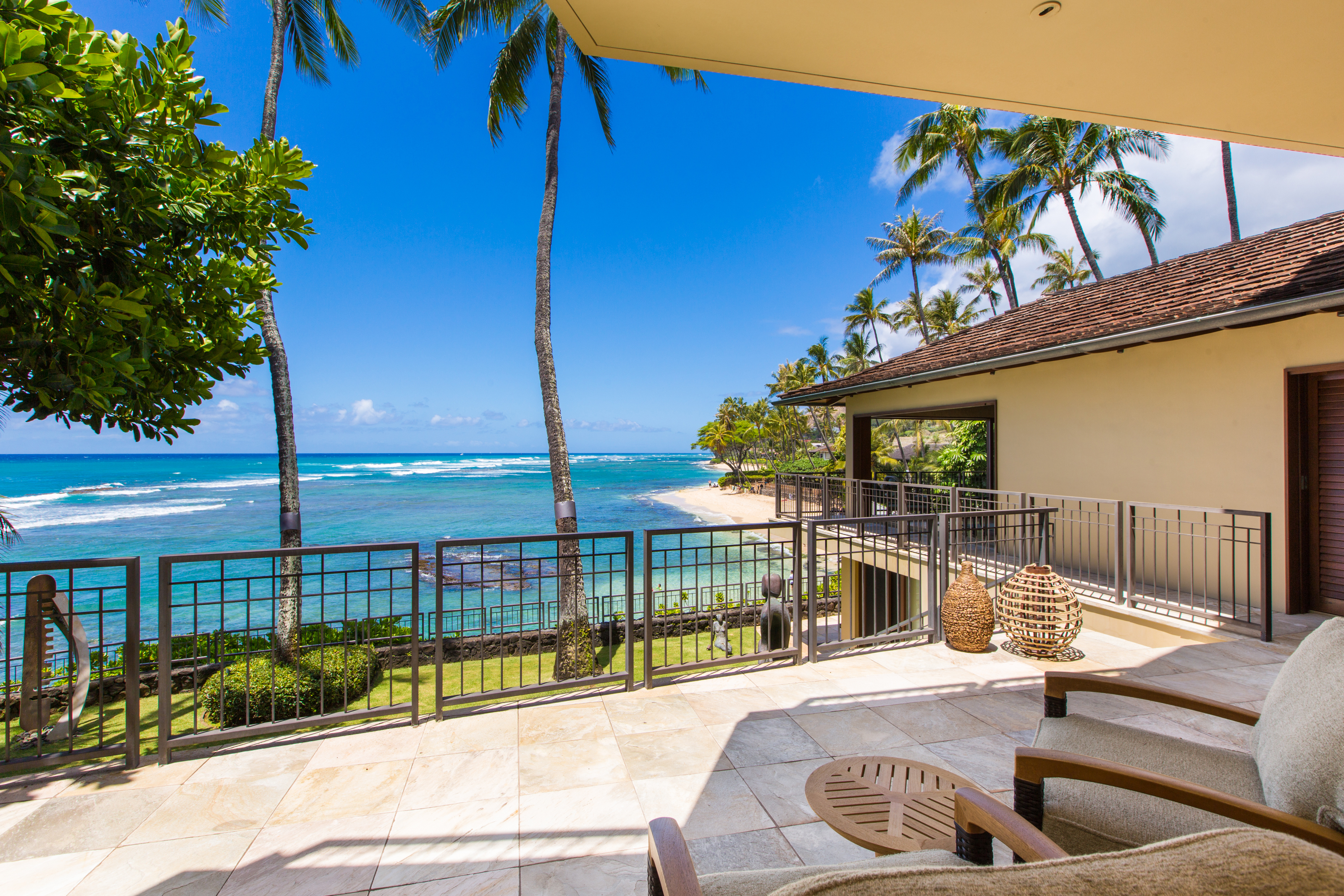 Contemporary Oceanfront Home In Diamond Head