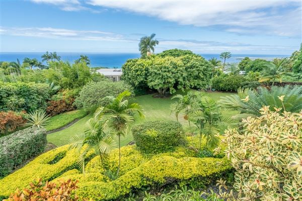 Luxury homes in beautiful residence in Kona Sunshine Estates