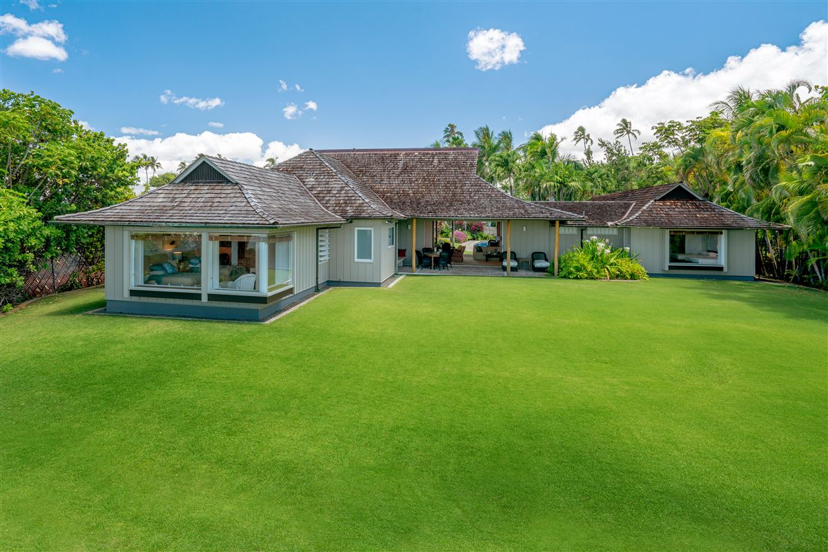 Luxury homes in largest kahala avenue beachfront property on the market