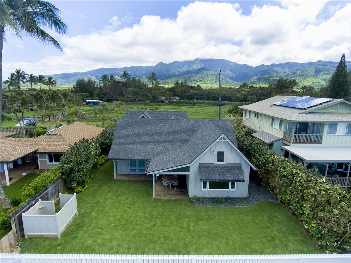 Luxury real estate Move-in ready north shore beachfront home