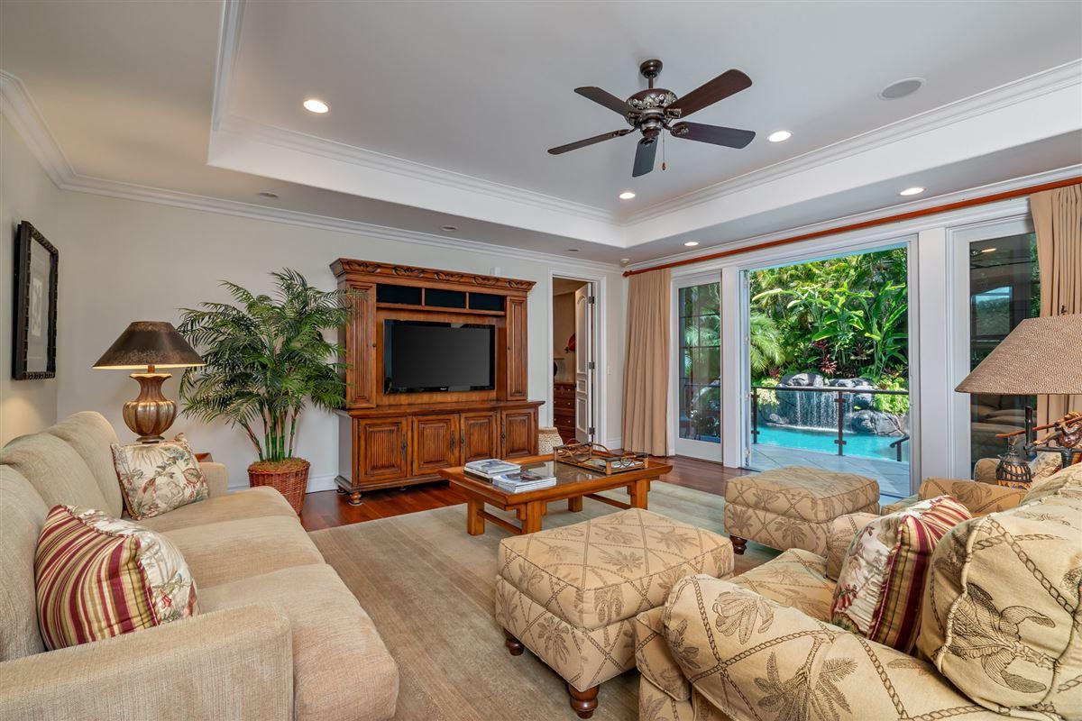 Luxury homes in ocean view kahala avenue home steps to beach and kahala resort