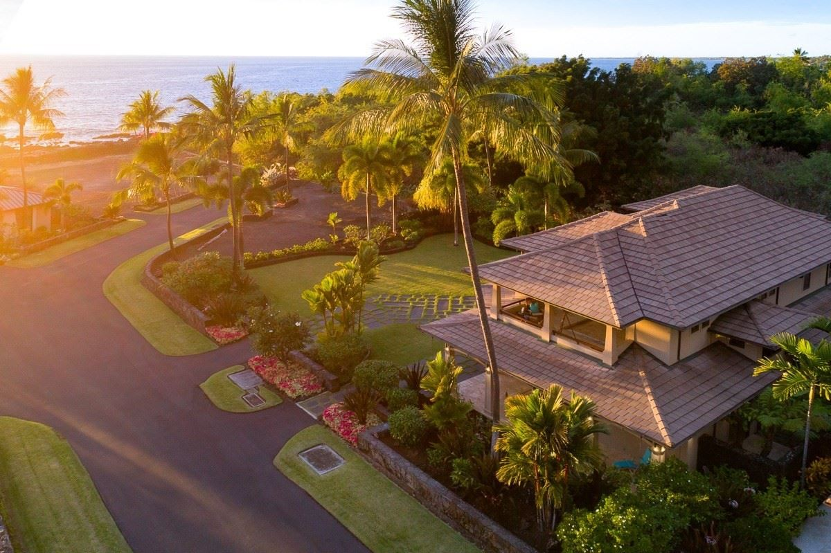 Luxury real estate expansive custom residence in Ke Alohi Kai